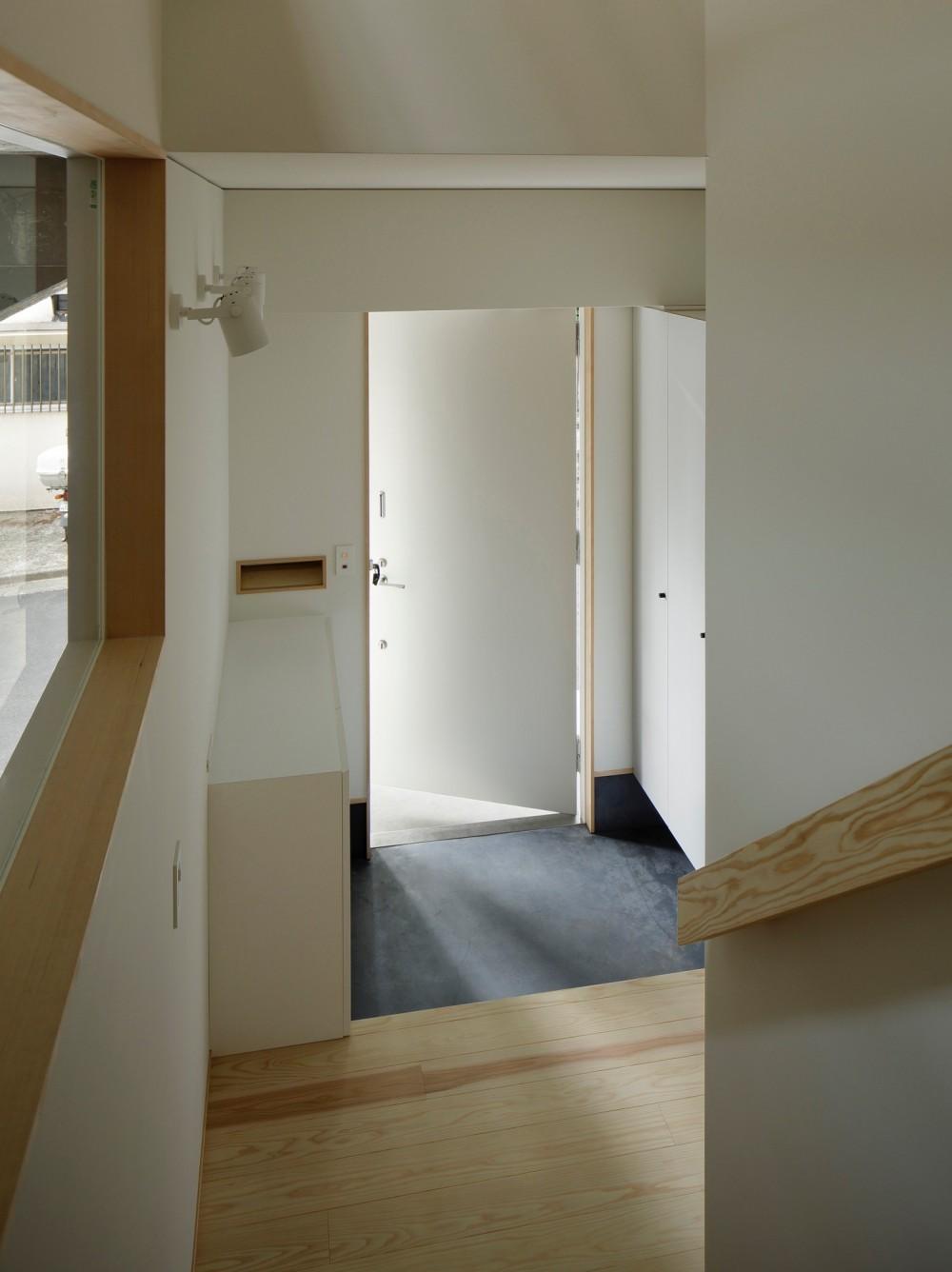 東五反田の住宅/ 空き家木造住宅のリノベーション (玄関)