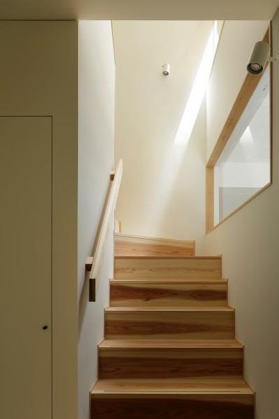 階段室 (東五反田の住宅/ 空き家木造住宅のリノベーション)