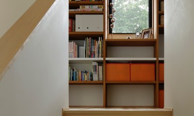 東五反田の住宅/ 空き家木造住宅のリノベーション (階段と廊下)