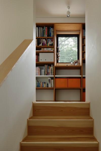階段と廊下 (東五反田の住宅/ 空き家木造住宅のリノベーション)