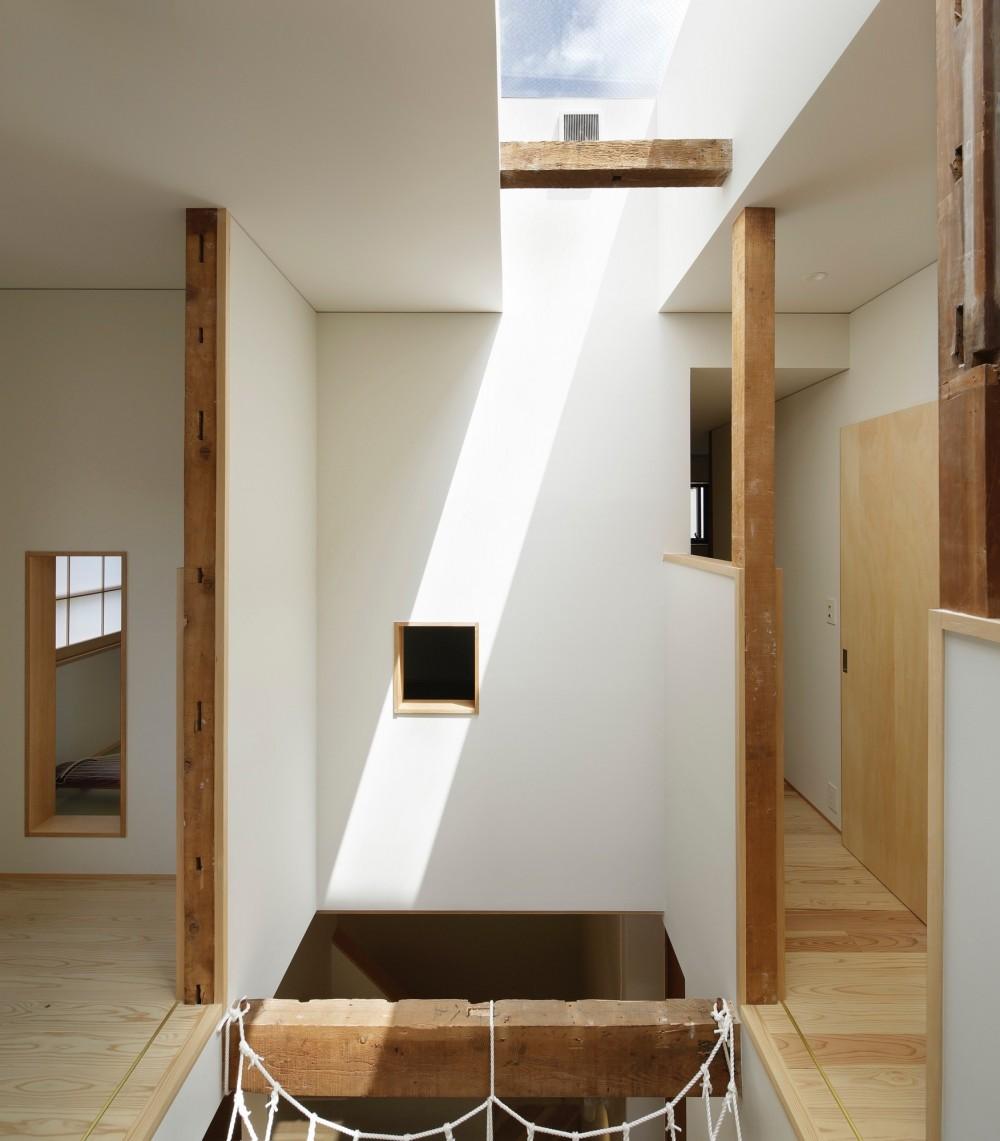 東五反田の住宅/ 空き家木造住宅のリノベーション (吹抜けとトップライト)