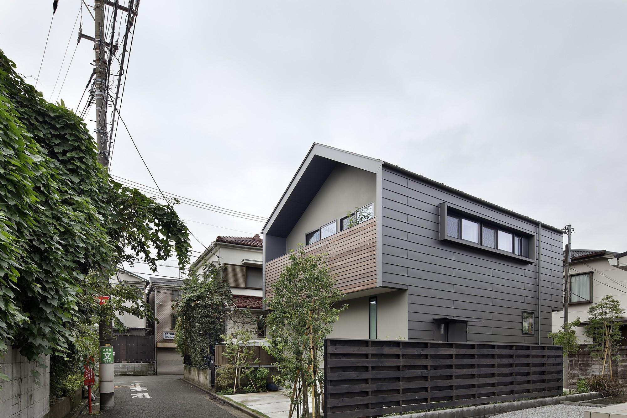 外観事例:外観(桜上水の住宅 / 半地下と屋上の効果)