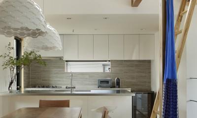 ダイニングキッチン|桜上水の住宅 / 半地下と屋上の効果