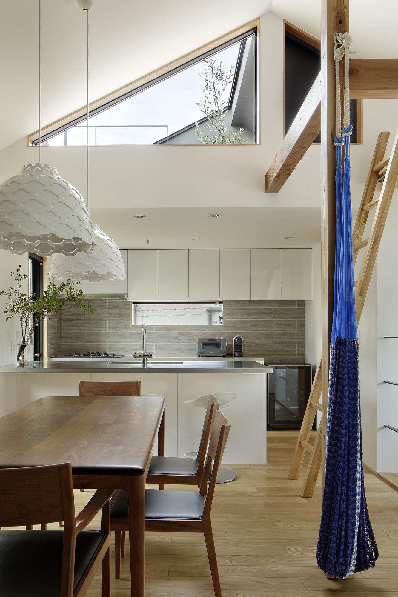 キッチン事例:ダイニングキッチン(桜上水の住宅 / 半地下と屋上の効果)