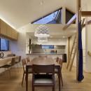 桜上水の住宅 / 半地下と屋上の効果の写真 ダイニングキッチン夕景
