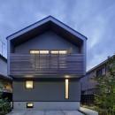 桜上水の住宅 / 半地下と屋上の効果の写真 外観夕景