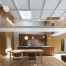 高尾の家  / 2つのテラスと大きなガラスドアで緩やかに自然を取り込む家の写真 ダイニングキッチン