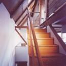 【市川の家】 光を求めて空へとのびるOMソーラーの家の写真 階段