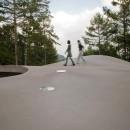 軽井沢カウンターポイント - 森に浮かぶコンクリート屋根の別荘 -の写真 屋根の上で手軽な「山登り」