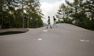 軽井沢カウンターポイント - 森に浮かぶコンクリート屋根の別荘 -