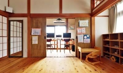 川崎市H様邸 ~レトロに家を育む~ (リビングと繋がるワークスペース)