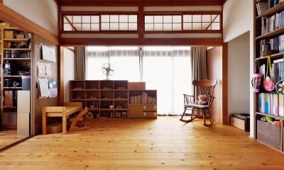川崎市H様邸 ~レトロに家を育む~ (庭に面した明るい部分はお子様の遊び場スペース)