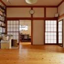 川崎市H様邸 ~レトロに家を育む~の写真 あえて残した障子の向こうにはキッチンスペースが