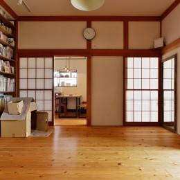 あえて残した障子の向こうにはキッチンスペースが (川崎市H様邸 ~レトロに家を育む~)