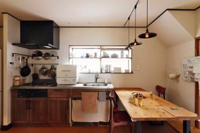 キッチンはヴィンテージな雰囲気を大切に (川崎市H様邸 ~レトロに家を育む~)