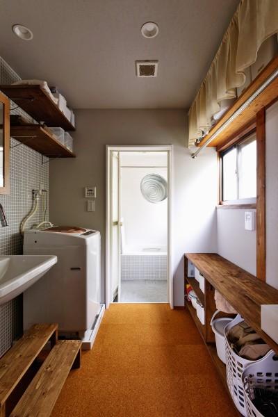浴室もヴィンテージ感たっぷり (川崎市H様邸 ~レトロに家を育む~)