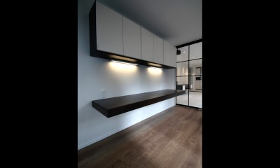 窓からの明るい光がLDKに差し込む綺麗めな空間に (居室)
