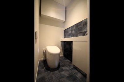 トイレ (窓からの明るい光がLDKに差し込む綺麗めな空間に)