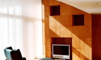 ねじれ屋根の家 - 弧を描く勾配天井 - (弧を描く天井に包まれたリビング)