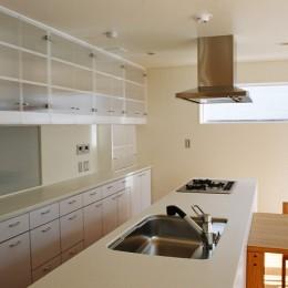 ねじれ屋根の家 - 弧を描く勾配天井 - (ダイニングキッチン)