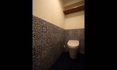 木の温もりを感じる空間 (トイレ)