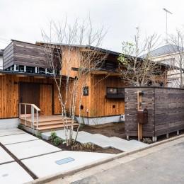 みはらしだいの家|三鷹市(半平屋の暮らし) (外観&木塀)
