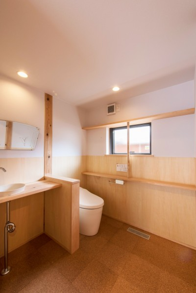 みはらしだいの家|三鷹市(半平屋の暮らし) (トイレ)