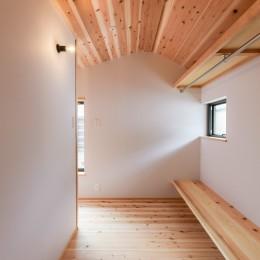 みはらしだいの家|三鷹市(半平屋の暮らし) (ウォークインクローゼット)
