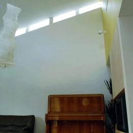 3断面の家 - 寒冷地のコンパクト住居 (ハイサイドライトのある吹抜リビング)