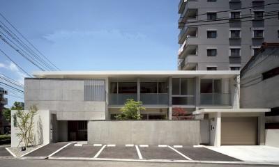 住吉町歯科+住宅 診察室から見る中庭+専用住宅