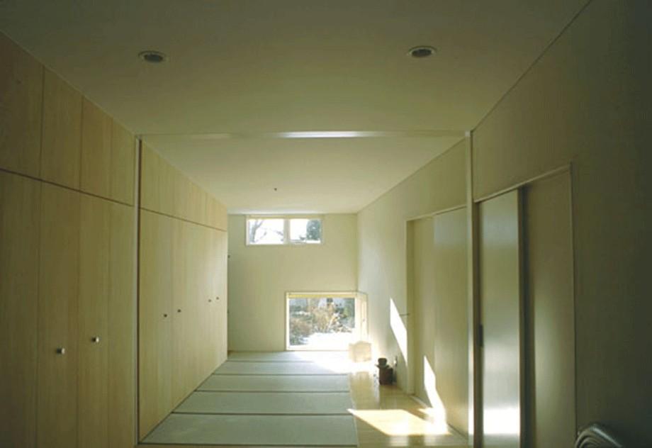 3断面の家 - 寒冷地のコンパクト住居 (連なる和室と寝室)