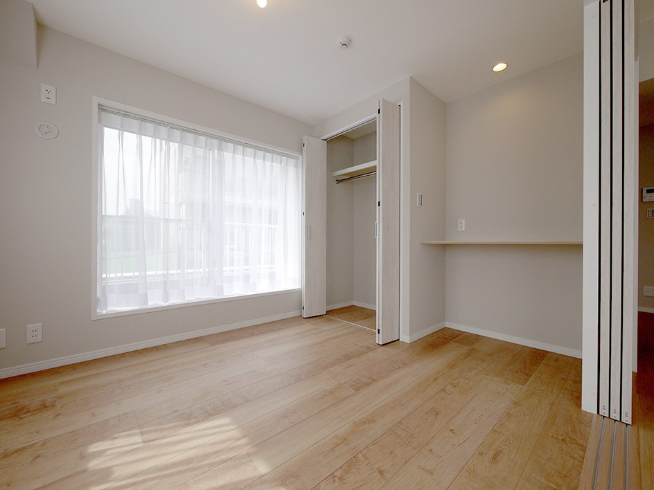 収納充実のナチュラル空間 (洋室2)