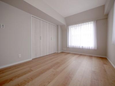 洋室3 (収納充実のナチュラル空間)