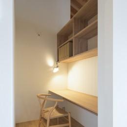 守山の家/大屋根に包まれた平屋の住まい (書斎)