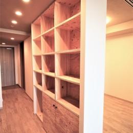 無垢の床とモールテックス仕上げの部屋