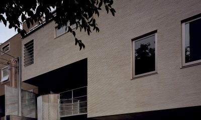 【フラッツS <101>】 都心の山岳都市住宅 (外観)
