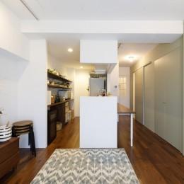 I邸-コンパクトな間取りでも収納はたっぷり。私らしい一人暮らしの住まい (リビング)