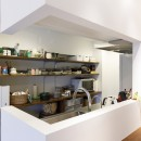 I邸-コンパクトな間取りでも収納はたっぷり。私らしい一人暮らしの住まいの写真 キッチン