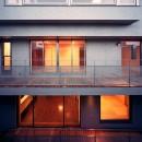 【フラッツS - 親の家】 都心の山岳都市住宅の写真 バルコニー