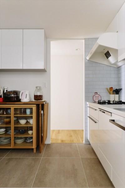 キッチン (M邸_天衣無縫 壁があっても家族はつながる)