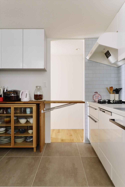 リビングダイニング事例:キッチン(M邸_天衣無縫 壁があっても家族はつながる)