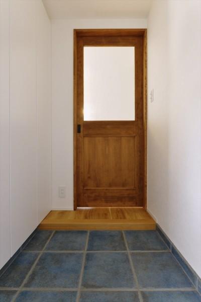 玄関 (M邸_天衣無縫 壁があっても家族はつながる)
