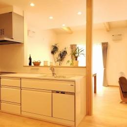 家族が共に過ごす包容力のある住まい (キッチン)