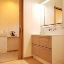 家族が共に過ごす包容力のある住まいの写真 洗面脱衣室