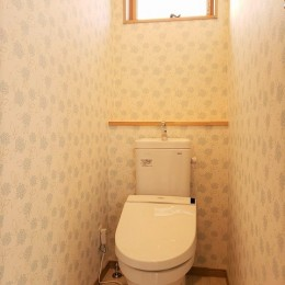 家族が共に過ごす包容力のある住まい (トイレ)