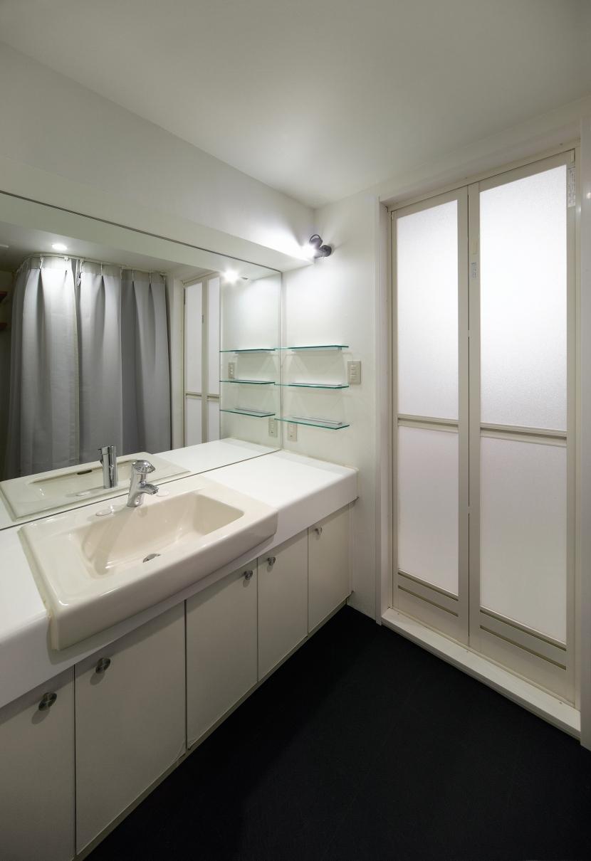 rust リノベ×(デザリボ+リブロック)=無骨でおしゃれな空間 (洗面室)
