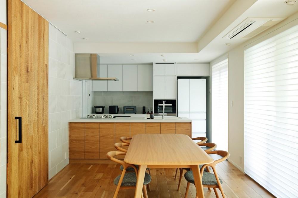 シンプルモダンな木の空間 (ダイニング・キッチン)
