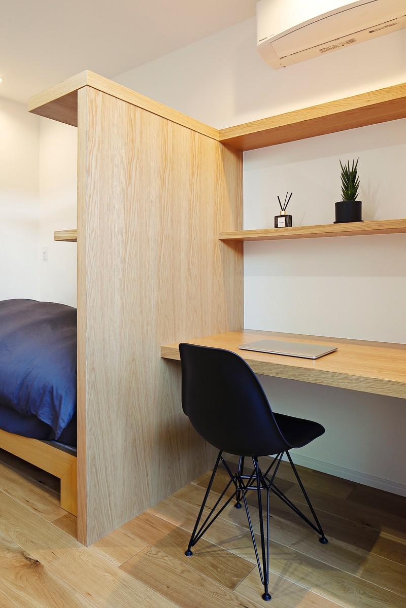 シンプルモダンな木の空間 (子供部屋)