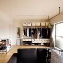 キッチンにもリビングにも見せる収納を取り入れて、生活導線もスッキリの写真 可変性のある部屋に