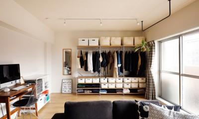 キッチンにもリビングにも見せる収納を取り入れて、生活導線もスッキリ (可変性のある部屋に)